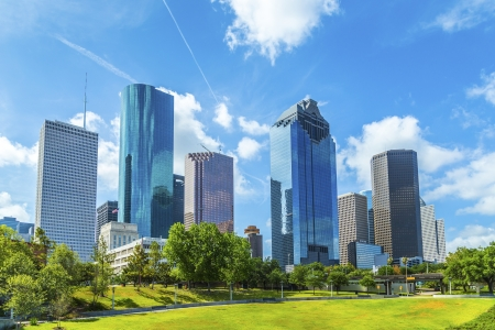 Foto de Skyline of Houston, Texas in daytime under blue sky - Imagen libre de derechos