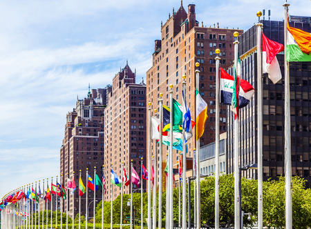 Photo pour United Nations Headquarters with flags of the members of the UN - image libre de droit