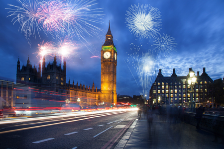 Photo pour explosive fireworks display fills the sky around Big Ben. New Year's Eve celebration in the city - image libre de droit