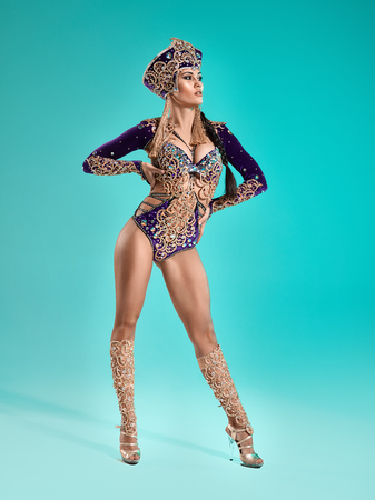 Photo pour The beautiful sexy stylish brunette young woman as Cleopatra - image libre de droit