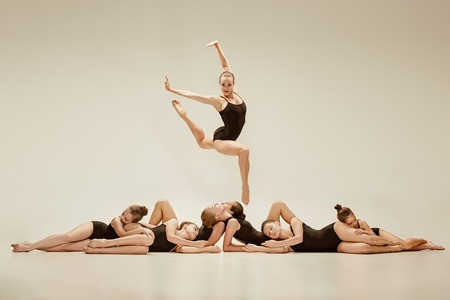 Foto de The group of modern ballet dancers - Imagen libre de derechos