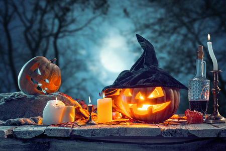 Photo pour Halloween pumpkins on blue background - image libre de droit