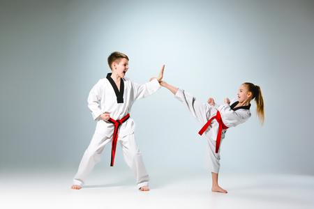 Foto de The studio shot of group of kids training karate martial arts - Imagen libre de derechos