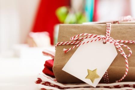 Foto de Handmade present boxes with tags and twine cord ribbons - Imagen libre de derechos