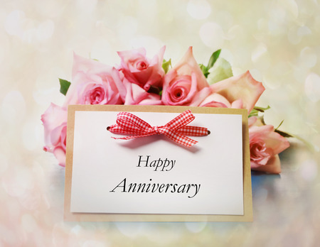 Foto de Happy Anniversary greeting card with roses - Imagen libre de derechos
