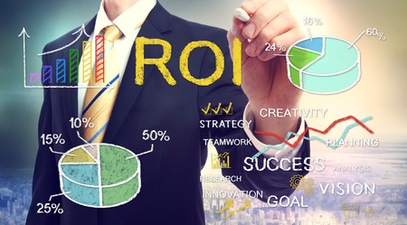 Photo pour Businessman drawing ROI (return on investment) with graphs - image libre de droit