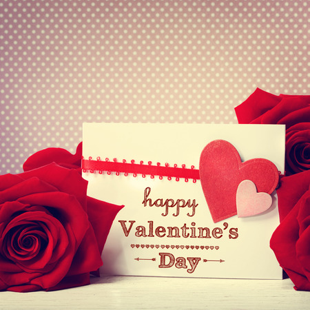 Photo pour Valentines day message with vivid red roses - image libre de droit