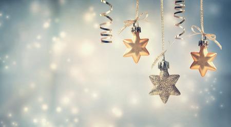 Foto de Christmas golden star ornaments in snowy night - Imagen libre de derechos