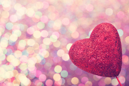 Foto de Red heart on abstract shiny colorful light background - Imagen libre de derechos