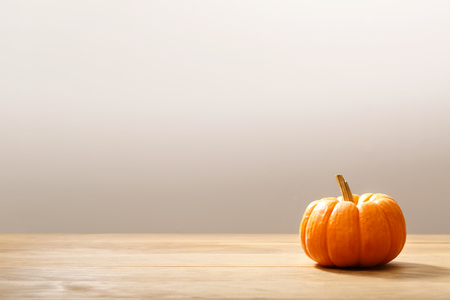 Photo pour Autumn orange small pumpkin on wooden table - image libre de droit