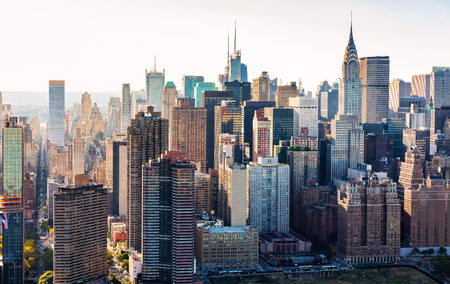 Foto de Aerial view of the New York City skyline near Midtown - Imagen libre de derechos