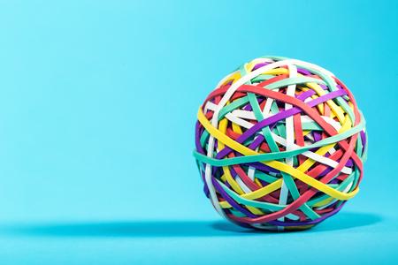 Photo pour Elastic rubber band ball on a blue background - image libre de droit