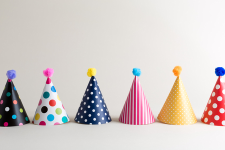 Foto de Party theme with with hats on an off white background - Imagen libre de derechos