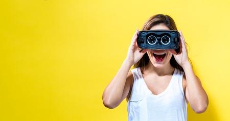 Foto de Happy young woman using a virtual reality headset - Imagen libre de derechos