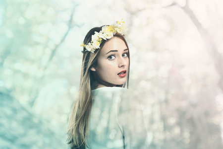Photo pour Beautiful young woman with a flower garland and a white dress - image libre de droit