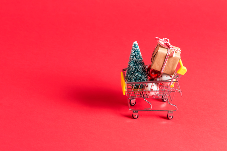 Photo pour Holiday shopping theme with shopping cart filled with giftboxes - image libre de droit