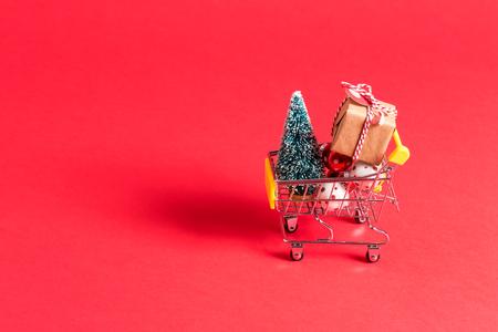 Foto de Holiday shopping theme with shopping cart filled with giftboxes - Imagen libre de derechos