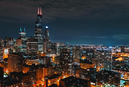 Foto de Downtown chicago cityscape skyscrapers skyline at night - Imagen libre de derechos