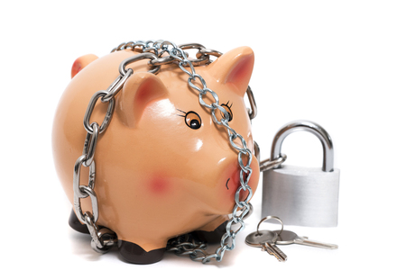 Photo pour Close up view of a cute pink piggy bank with lock isolated on a white background. - image libre de droit