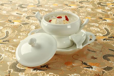 Photo pour Bird nest soup with Chinese Herb - image libre de droit