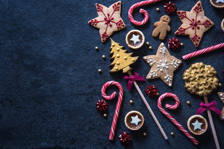 Photo pour Christmas festive sweets food border background with copy space - image libre de droit