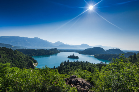 Photo pour overlooking Bled lake panoramic vista in full summer sun. - image libre de droit