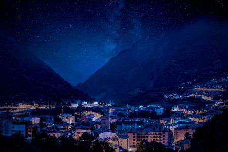 Photo pour Mountain village under Milky Way night sky - image libre de droit