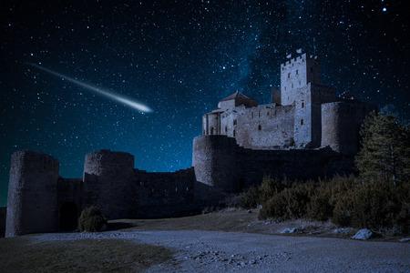 Photo pour Perseid Meteor Shower and the Milky Way over castle - image libre de droit