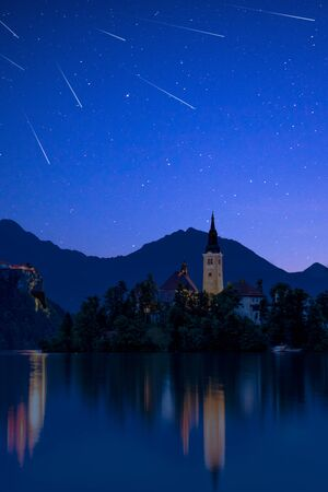 Photo pour Perseid MEteor Shower over Bled Lake in Slovenia. - image libre de droit