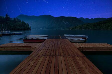 Photo pour Perseid MEteor Shower at wooden pier at Bohinj Lake, Slovenia. - image libre de droit