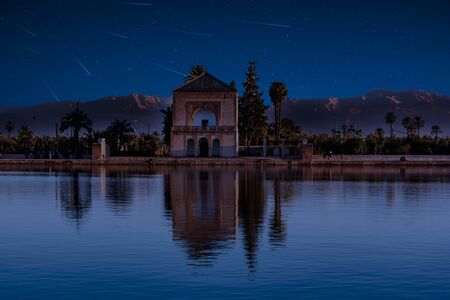 Photo pour Perseid MEteor Shower at Menara gardens in Marrakech, Morocco, Africa. - image libre de droit