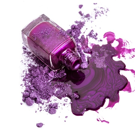 Photo pour Purple nail polish with crushed eye shadow - image libre de droit
