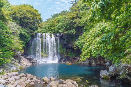 Photo pour Cheonjeyeon Falls, Jeju Island, South Korea - image libre de droit
