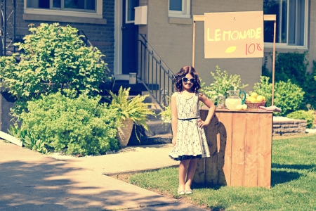 Photo for retro girl wearing sunglasses with lemonade stand - Royalty Free Image
