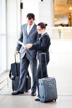 Photo pour businessman and businesswoman at airport - image libre de droit
