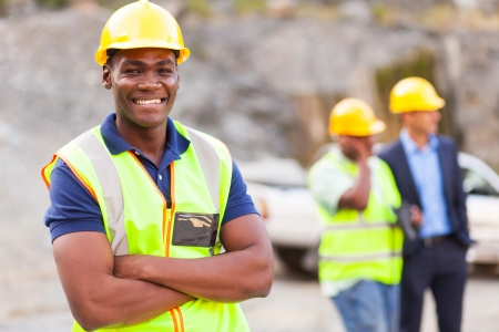 Photo pour happy african industrial worker with arms folded - image libre de droit
