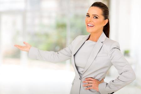 Foto de friendly businesswoman doing welcoming gesture - Imagen libre de derechos