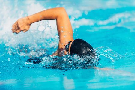Photo pour Free style swimming - image libre de droit