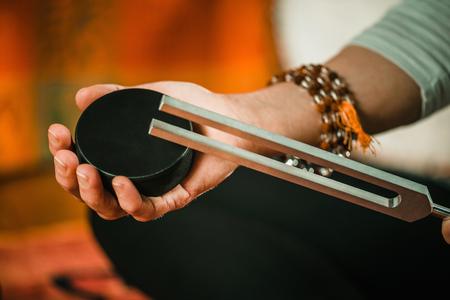 Foto de Tuning fork in sound therapy - Imagen libre de derechos