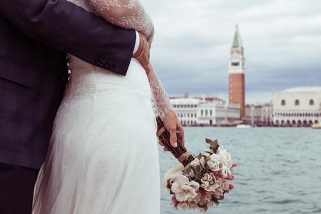 Photo pour bride and groom in Venice - image libre de droit