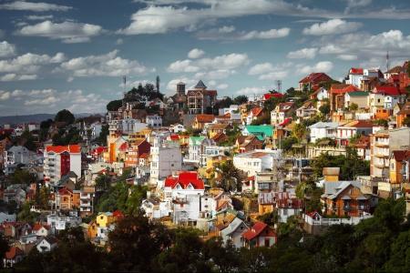 Foto de Buildings of a city of Antananarivo in sunny day. Madagascar - Imagen libre de derechos