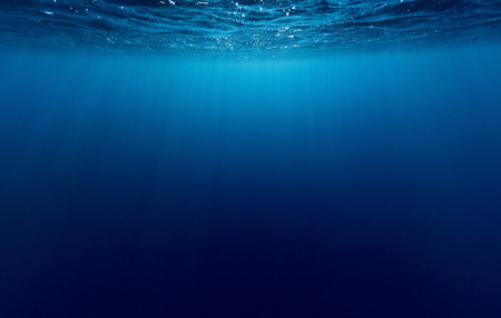 Photo pour Underwater shot of sea surface with waves - image libre de droit