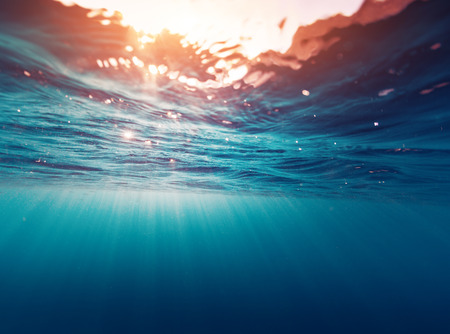 Photo pour Underwater view of the sea surface - image libre de droit