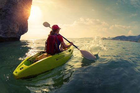 Foto de Woman on the kayak - Imagen libre de derechos