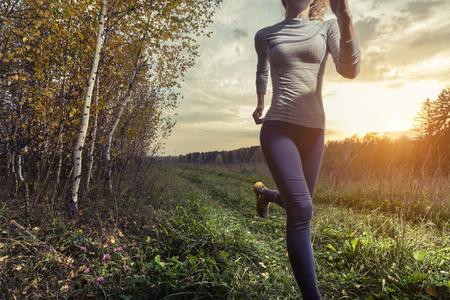Foto de Lady running in the autumn forest - Imagen libre de derechos