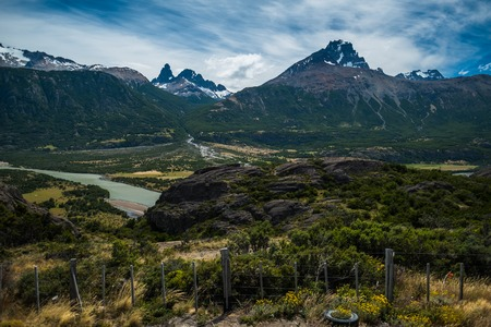 Photo pour Mountains in Chilean Patagonia with sky - image libre de droit