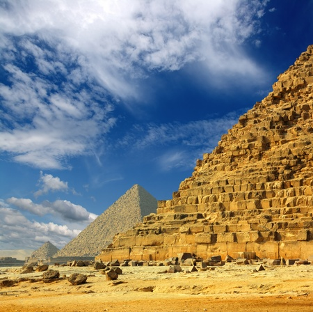 Photo pour famous ancient egypt pyramids in Giza Cairo - image libre de droit