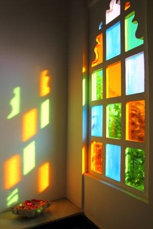 Foto de windiow with multicolored glass in Rajasthan India - Imagen libre de derechos