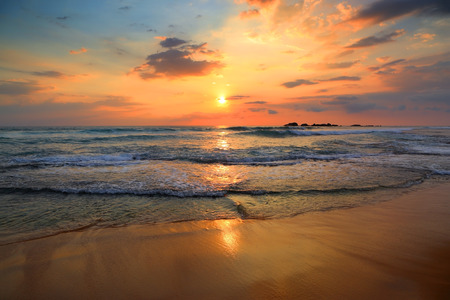 Foto de beautiful landscape with tropical sea sunset on the beach - Imagen libre de derechos