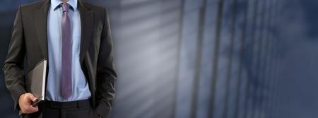 Photo pour Businessman standing and holding a document wallet - image libre de droit
